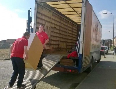 moving team at Cr removals